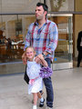 Ben, Jen and Violet out - ben-affleck-and-jennifer-garner photo