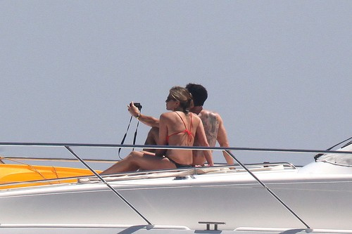 Bikini - On barco In Capri [19th June 2012]