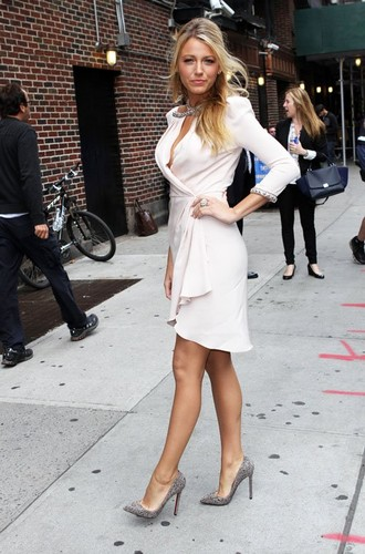 Blake Lively visiting 'The Late Показать with David Letterman'