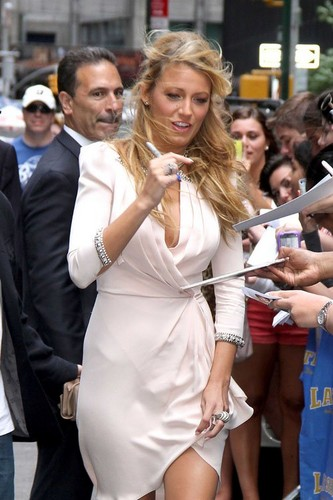 Blake Lively visiting 'The Late onyesha with David Letterman'