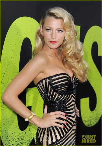 Blake Lively wallpaper probably with a bustier and tights entitled Blake @ the premiere of Savages