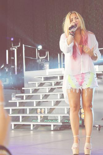 Demi Live
