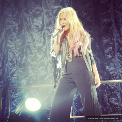 Demi - Summer Tour - Filene Center chó sói, sói Trap Vienna, VA - June 24, 2012