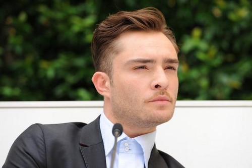 एड वेस्टविक वॉलपेपर containing a business suit titled Ed Westwick - Milan Men's Fashion Week for Philipp Plein