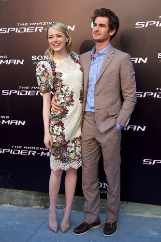 "Emma Stone, Andrew ガーフィールド and Rhys Ifans at the Spanish premiere of ""The Amazing Spider-Man"" (June"