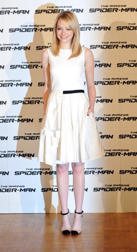 Emma Stone and Andrew Garfield at 'The Amazing Spider-Man' photocall in Rome (June 22). - emma-stone Photo