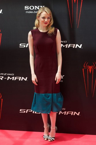 """Emma Stone and Andrew गारफील्ड at the Madrid photocall for """"The Amazing Spider-Man"""" (June 21)."""