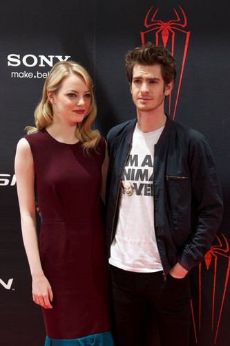 Emma Stone and Andrew Garfield at the Madrid photocall for &#34;The Amazing Spider-Man&#34; (June 21). - emma-stone Photo
