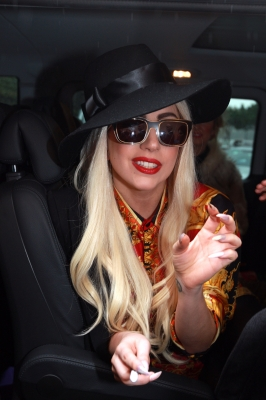 Gaga  arriving at her hotel in Melbourne - lady-gaga Photo