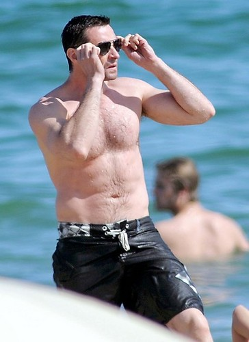 Hugh Jackman in the beach, pwani