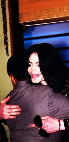 Jaafar Jackson and his uncle Michael Jackson in 2009 <3 RIPMJ