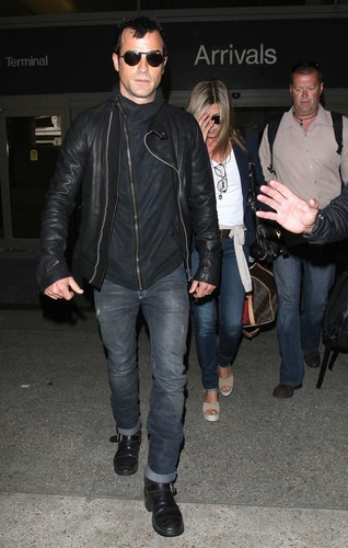 Jennifer Aniston And Justin Theroux Spotted Arriving On A Flight At LAX [25 June 2012] - jennifer-aniston Photo