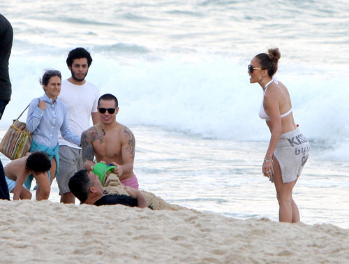 Jennifer Lopez And Family At Copacabana In Rio De Janeiro [25 June 2012]