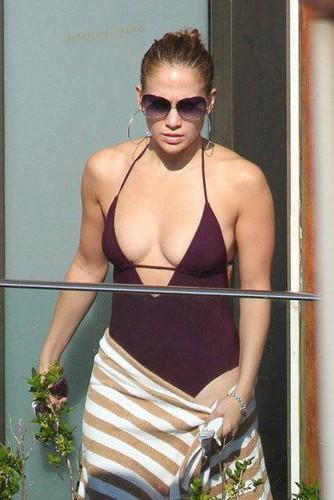 Jennifer Lopez relaxes in Rio