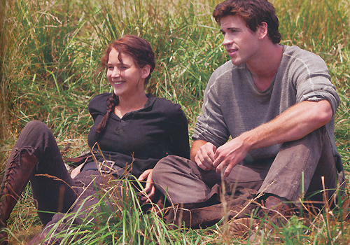 Movie Couples wallpaper called Katniss and Gale <3