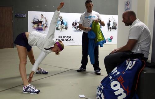 Kvitova legs and coach
