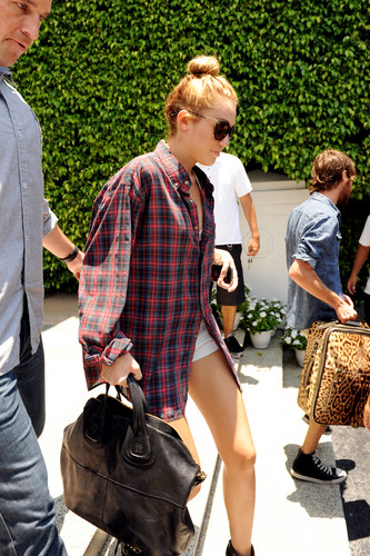 Leaving Her Hotel In Miami [14 June 2012]