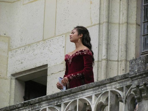 더 많이 퀸 Guinevere on the Balcony (3)