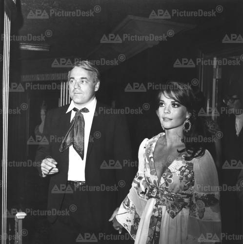 Natalie Wood wallpaper probably with a portrait entitled Nat & Richard Gregson