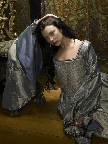 Tudor History پیپر وال probably containing a kirtle, چغہ entitled Natalie Dormer as Anne Boleyn