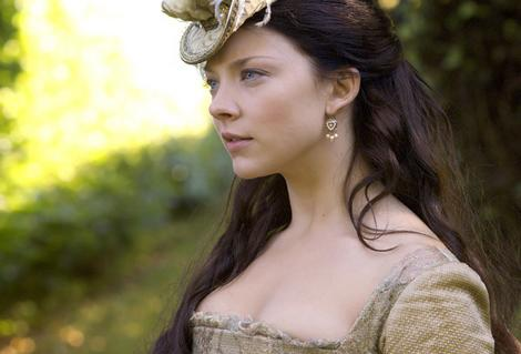 Tudor History Обои with a portrait titled Natalie Dormer as Anne Boleyn