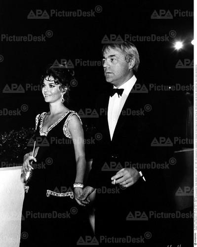 Natalie Wood Hintergrund titled Natalie & Richard Gregson