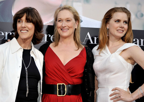 Amy Adams karatasi la kupamba ukuta probably containing a cocktail dress and a portrait called Nora Ephron Dies At 71