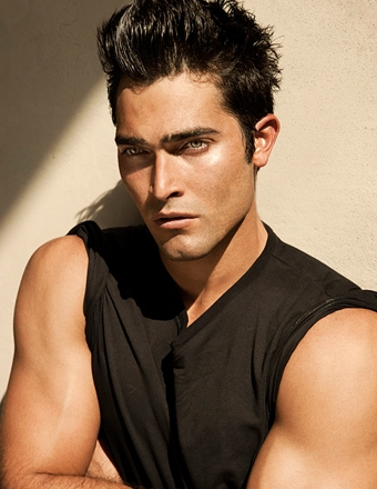 Tyler Hoechlin karatasi la kupamba ukuta possibly with a portrait and skin called Old Photoshoots