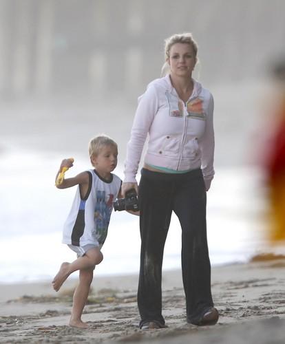 On The spiaggia In Malibu [23 June 2012]