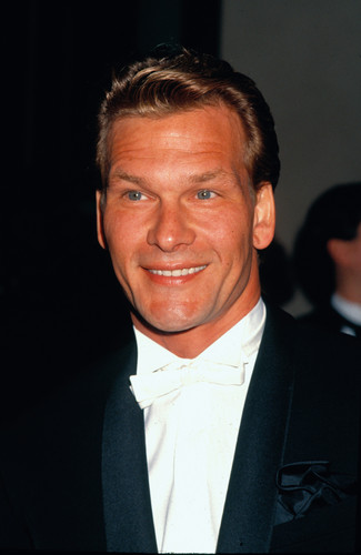 Patrick Swayze Hintergrund containing a business suit, a suit, and a dress suit called Patrick Swayze
