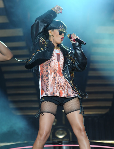 Rihanna images Performing At BBC Radio 1 Hackney Weekend In London [24 June 2012] HD wallpaper and background photos