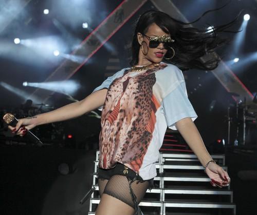 Performing At BBC Radio 1 Hackney Weekend In Luân Đôn [24 June 2012]