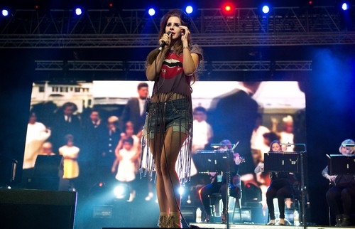 Performs in the Big juu of The Isle of Wight Festival at Seaclose Park (June 22)