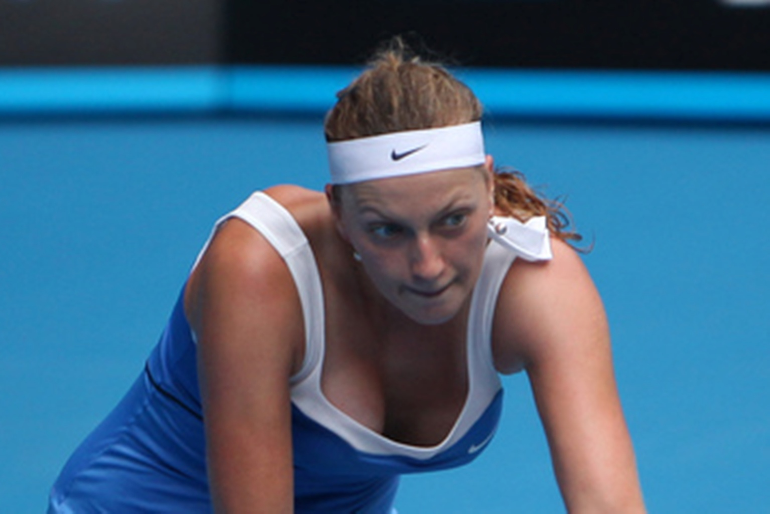 Petra Kvitova breast in blue overhemd, shirt