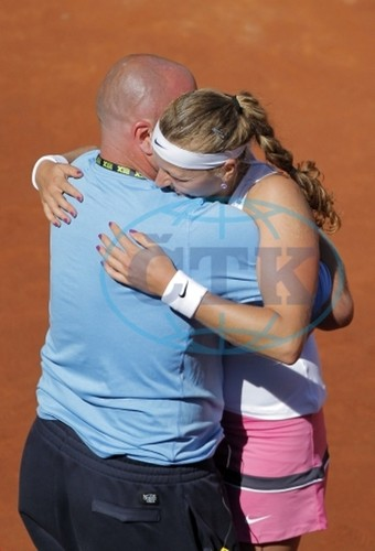 Petra Kvitova embrace with coach