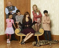 Peyton List wallpaper called Peyton on the set of Jessie
