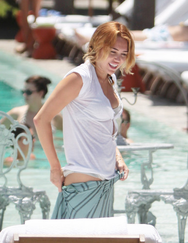Poolside At A Hotel In Miami [13 June 2012]