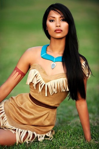 Heroin filem animasi kanak-kanak kertas dinding possibly with a koktel dress and a chemise called Real Life Pocahontas