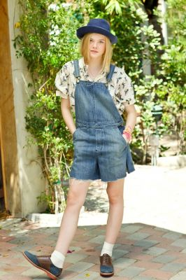 Elle Fanning Обои possibly containing a hip boot and a pantleg, пантлег titled Sasha Eisenman Photoshoot