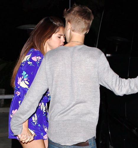 Selena - Out for dinner with Justin - June 25, 2012 - selena-gomez Photo