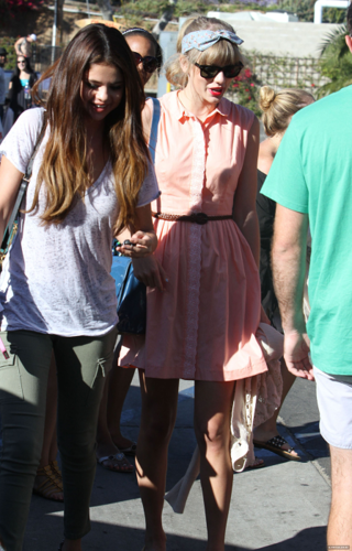 Selena - Out with Taylor Swift - June 27, 2012