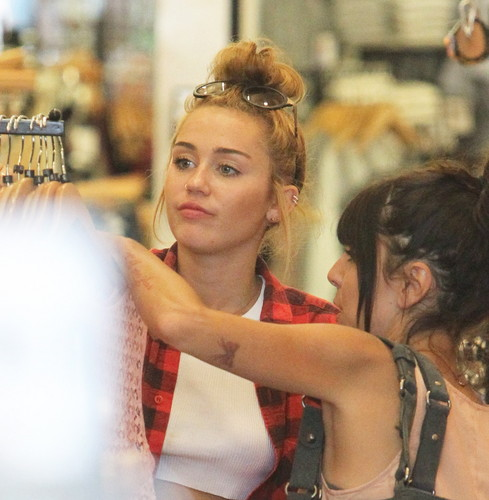 Shopping at American Apparel in Los Angeles [20th June]