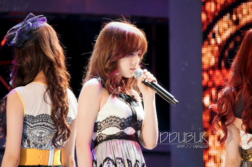 Taeyeon @ 2013 Suncheon bahía Garden Expo D-300 kpop Festival