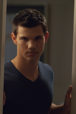 Taylor Lautner پیپر وال titled Taylor - new 'Abduction' still