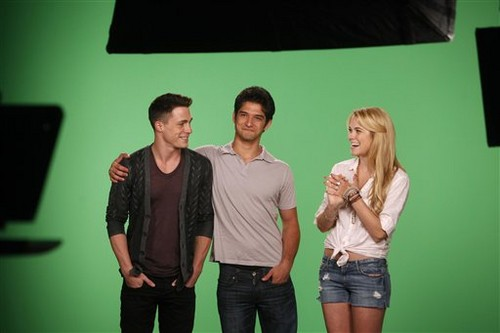 Tyler, Colton Haynes and Holland Roden VISIT MTV'S 10 ON top, boven