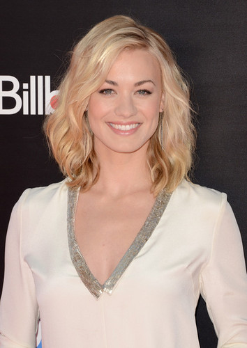 Yvonne Strahovski wallpaper possibly containing a blouse, an outerwear, and a pullover titled Yvonne Strahovski @ the Premiere of 'Katy Perry: Part Of Me 3D'