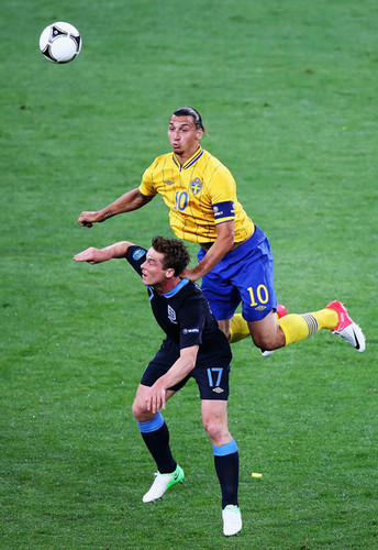 Zlatan Ibrahimovic fond d'écran with a football player, a fullback, and a football ball entitled Z. Ibrahimovic (Sweden)