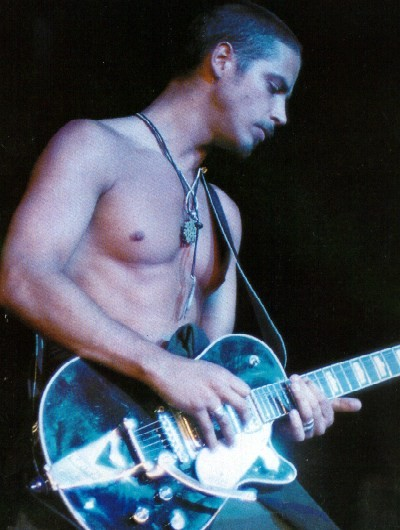 [Image: young-Chris-Cornell-chris-cornell-31294570-400-530.jpg]