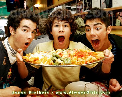yummmmmmy - the-jonas-brothers Wallpaper