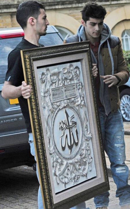 zayn Malik and a frame dat resembles his faith